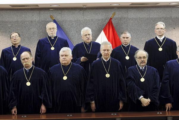 Македонија има четири меѓународни судски спорови – се води правна битка и за македонската амбасада во Будимпешта