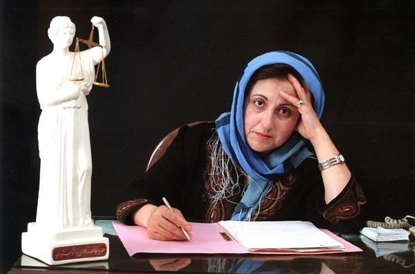 """""""Демократијата не се сипа со бомби на глава, а религијата треба да е одделена од политиката"""" – ШИРИН ЕБАДИ, иранска адвокатка"""