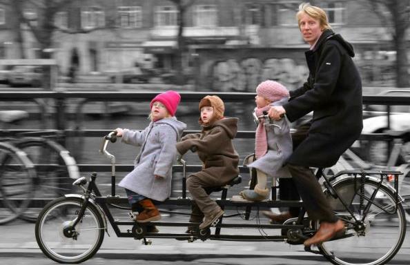 МВР прифати дел од забелешките на велосипедистите – нема глоба за неносење кацига, а децата ќе може да возат на улица