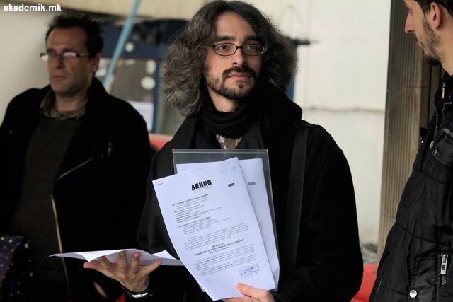 """""""ЛЕНКА"""" ПРЕД СОБРАНИСКИТЕ ПОРТИ: Амнестирајте ги неправедно осудените невработени лица!"""