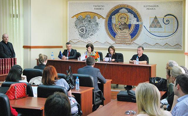 Врачени дипломи на постдипломци по право на интелектуална сопственост