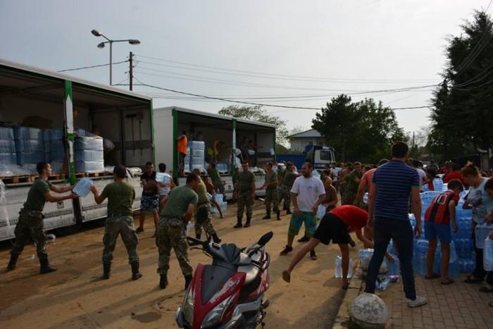 Помош за настраданите од поплавите/Фото: АРМ