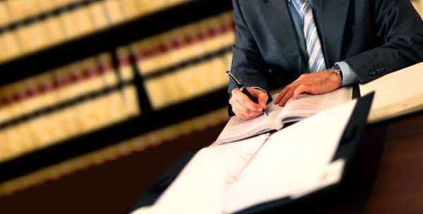 Илустрација, пишување, адвокати