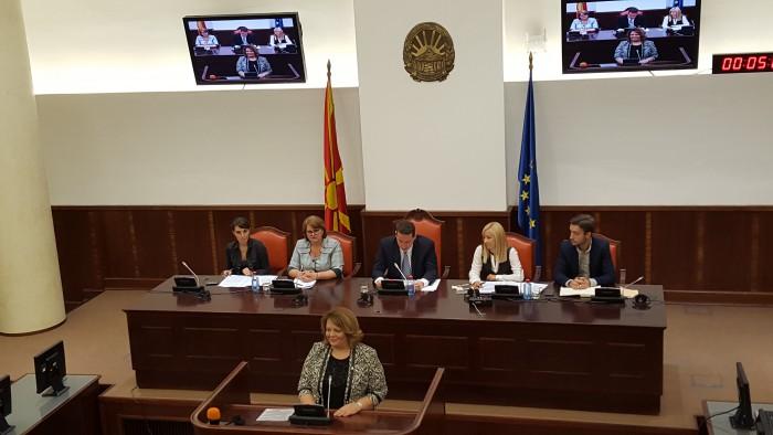 Катица Јанева на седница на Комисија за политички систем и односи меѓу заедниците