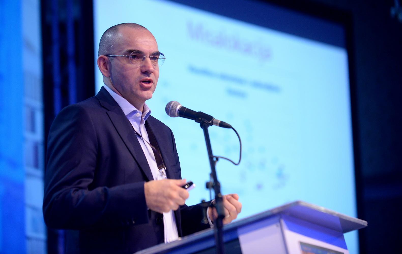 Ненад Бакиќ Академик Конференција 2016