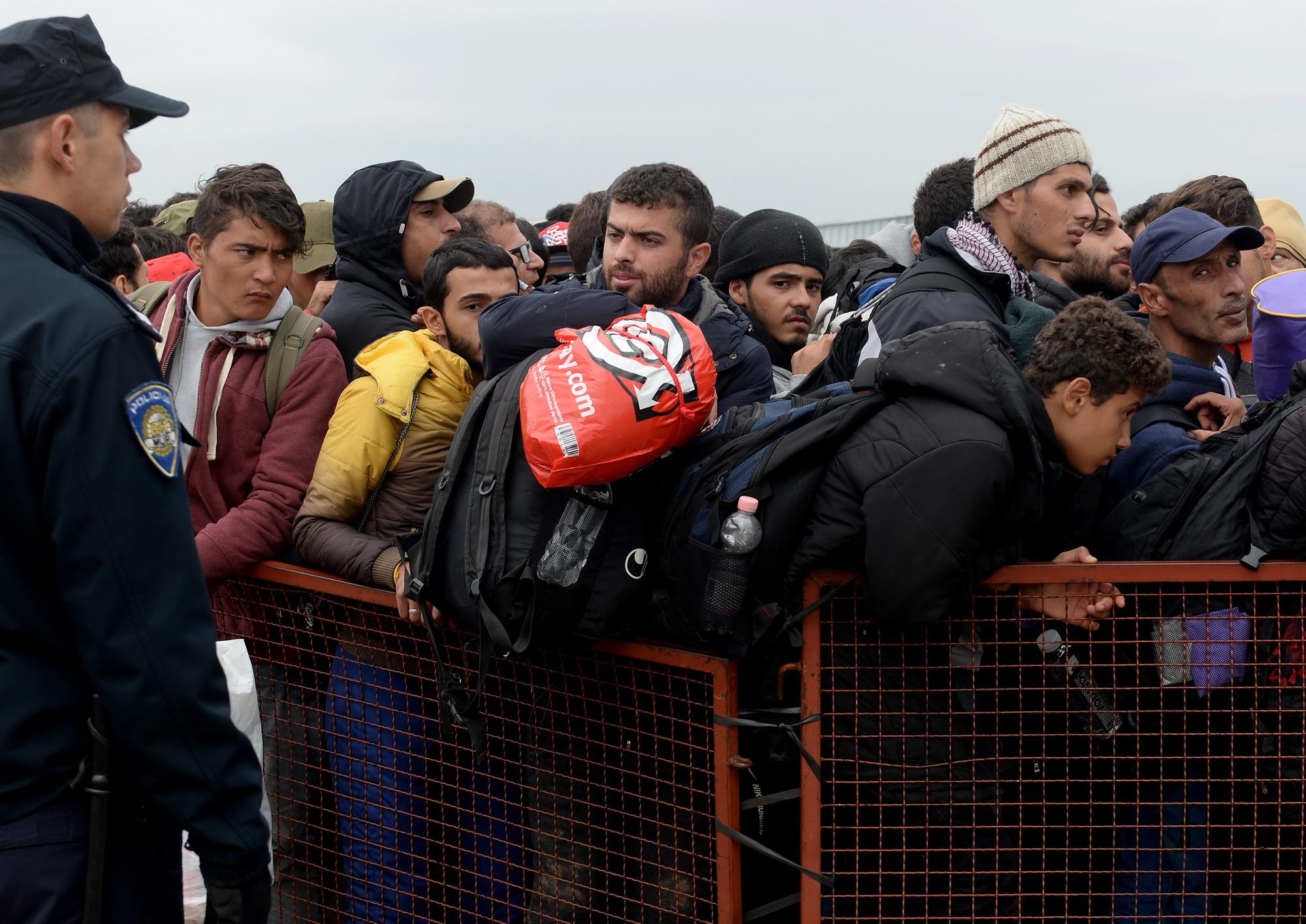 бегалци азиланти